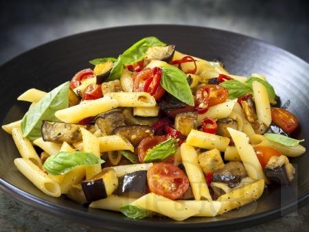 Паста с патладжани, чери домати и лютива чушка - снимка на рецептата
